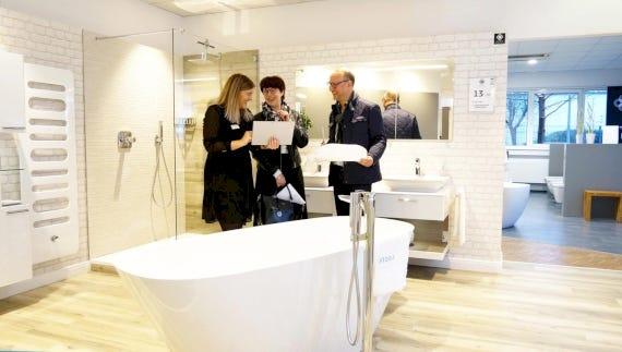 In den ELEMENTS-Badausstellungen sorgt das Team aus Badverkäufer und Fachhandwerker für den einfachsten Weg zum neuen Bad.